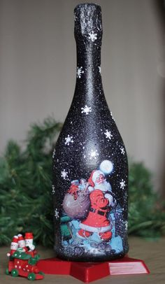 , come across made by hand, old-fashioned, as well as one associated with a level goods and gifts linked to each of your seek. Glass Bottle Crafts, Wine Bottle Art, Painted Wine Bottles, Lighted Wine Bottles, Christmas Projects, Christmas Crafts, Christmas Decoupage, Christmas Wine Bottles, Bottle Painting