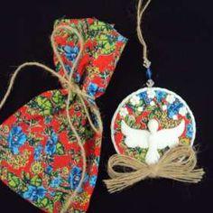 Lembrancinha no saquinho Diy And Crafts, Arts And Crafts, Angel Art, Holy Spirit, Decoupage, Christmas Ornaments, Create, Holiday Decor, Crochet