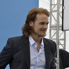 Ohhhh his hair is getting proper Jamie long...