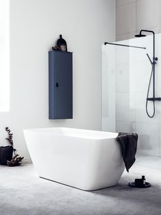 Badekar i slitesterk naturlig støpemarmor bestående av krystalliserte fjellmineraler. Materialet har varmebeholdene egenskaper, som gjør at badeopplevelsen blir enda bedre. Wc Bathroom, Bathrooms, Bathtub, Deco, Interior, Standing Bath, Bath Tub, Bathroom, Design Interiors