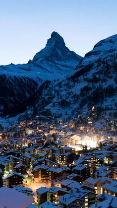 All you need to know about traveling to Zermatt in Switzerland Zermatt, Switzerland Wallpaper, Nature Photography, Travel Photography, Bg Design, Best Ski Resorts, Beautiful Places To Travel, Travel Aesthetic, Winter Travel