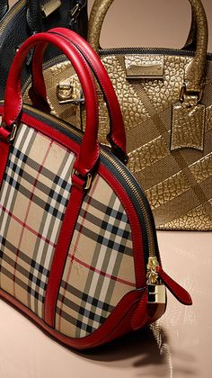 The Orchard Bag - inspired by vintage luggage, crafted from Horseferry check and leather. Luxury Handbags, Fashion Handbags, Purses And Handbags, Fashion Bags, Black Handbags, Burberry Gifts, Burberry Handbags, Burberry Purse, Burberry Women