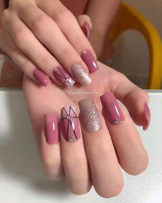 Semi-permanent varnish, false nails, patches: which manicure to choose? - My Nails Essie Nail Polish Colors, Nail Colors, Cute Nails, Pretty Nails, Classic Nails, Swarovski Nails, Luxury Nails, Swag Nails, Pink Nails