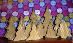 Купить Новогодние свечи-елочки из вощины - свеча, Новый Год, восковая свеча, елочка, елка