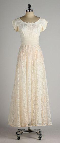 vintage 1950s dress . ivory lace . chiffon by millstreetvintage