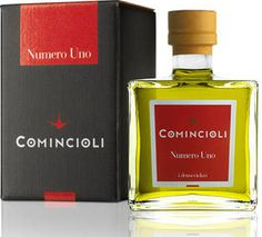 """Veronelli-OLivenöl """"NUMERO UNO"""" Das Olivenöl """"Numero Uno"""" besticht nicht nur durch seine tolle Verpackung, sondern durch seine Top-Qualität. Es ist sehr dicht und klar, in der Farbe goldgelb und leuchtend grün. Im Bukett und Geschmack ist es sehr elegant mit Tönen nach grünen Äpfeln. Es ist das Lieblingsöl vieler Spitzenköche. Diese verwenden es insbesonders zum Verfeinern von Fischgerichten und begleitenden Saucen, zu Gemüse, Vorspeisen, Pasta und Gerichten mit weißem Fleisch."""