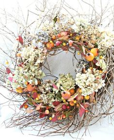 Love this festive fall wreath! Wreaths And Garlands, Door Wreaths, Floral Wreaths, Holiday Wreaths, Autumn Wreaths, Spring Wreaths, Diy Halloween Decorations, Halloween Crafts, Summer Wreath