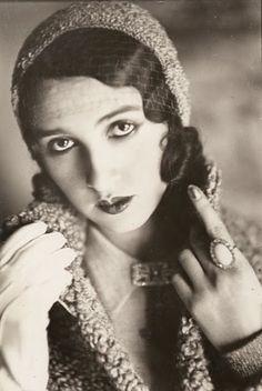 Renèe Perle, 1930