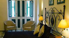 Ubicado en la Calle Obispo, una de las principales arterias peatonales del casco histórico, el Hotel Florida da al visitante la posibilidad de sentirse bien cerca de la palpitante vida de la ciudad (la angosta y populosa calle, sin embargo, podría resultar demasiado agitada para algunos). #habana #hotel #cuba
