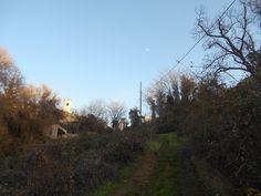 Casas de San Galindo. Torre de la iglesia desde la bajada a l Valle del Henares