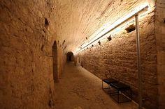 Uma cidade oculta que se localiza por baixo de Coimbra tem milhares de anos, mas mesmo assim é desconhecida pela maioria. Chamavam-lhe Aeminium, e hoje, é um vestígio apenas.