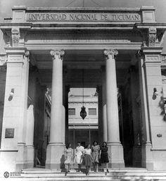 UNIVERSIDAD PÚBLICA PARA TODOS | Un grupo de mujeres en el pórtico de acceso a la Universidad Nacional de Tucumán en 1940. .  La 📸 es de… Black And White, Instagram, Group, Universe, Women, Blanco Y Negro, Black White, Black N White