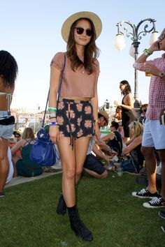Jamie Chung's floral shorts and a striped crop top go brilliantly with a bright blue bag. Love the way she wore her floral shorts!
