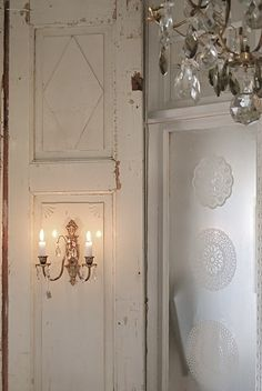love the sconce on the rustic door; paired with the glosy finish on the wall next to it and the chandelier overhead? gorgeous! Shabby Chic Bedrooms, Shabby Chic Cottage, Cottage Style, White Painted Furniture, Old Shutters, Charleston Homes, Rustic Doors, Old Doors, White Rooms