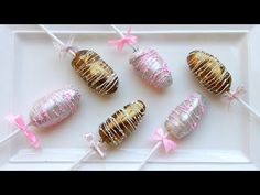 Move away cake pops date pops are here. Healthy, delicious and easy these date pops will be perfect for gifting for Eid or any other occasion. Other Eid. Eid Sweets, Arabic Sweets, Indian Sweets, Arabic Dessert, Eid Biscuits, Mini Desserts, Eid Chocolates, Crack Crackers, Art Crafts