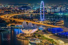 ArtScience Museum & Singapore Flyer - The ArtScience Museum and Singapore Flyer of Singapore. View from the Level 33 Restaurant.