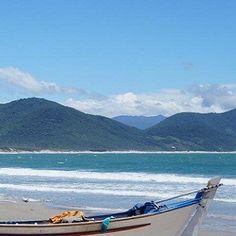 Conheça a linda Garopaba (SC) e suas ótimas praias para a prática do surf, trazendo surfistas do Brasil inteiro para desfrutarem de suas ondas.! Foto: @ManuelToubes