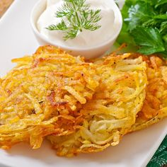 Easy, delicious and healthy Low Fat Potato Latkes recipe from SparkRecipes. See our top-rated recipes for Low Fat Potato Latkes. Fat Free Recipes, Dog Recipes, Gourmet Recipes, Chicken Recipes, Healthy Rhubarb Recipes, Florence Food, Potato Latkes, Chicken Cordon Bleu, Food Tasting
