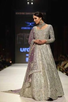 Pakistani bridal dresses: Here is an exotic list of 15 Pakistani bridal dresses from the 'Gharara' to the 'Sharara' and many more to look gorgeous. Pakistani Wedding Outfits, Pakistani Couture, Pakistani Bridal Wear, Pakistani Wedding Dresses, Pakistani Dress Design, Bridal Outfits, Indian Dresses, Net Dresses, Pakistani Designers