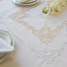 Tovaglia Irma | Ricami e Pizzi Cutwork, Doilies, Quilts, Embroidery, Detail, Lace, Embroidery Ideas, Ideas, Hand Embroidery