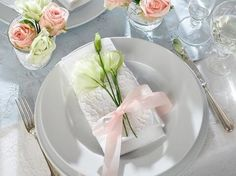 vImage detail for -Romantic table setting photos - Xaxor on we heart it / visual bookmark . Romantic Dinner Tables, Romantic Table Setting, Romantic Dinners, Romantic Ideas, Table Setting Photos, Table Settings, Place Settings, Table Set Up, Large Table
