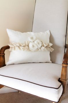Roses and ruffles pillow tutorial