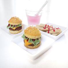 mini burger cupcakes and sugar cookie fries #cupcake #sugarcookies #fries #marsipan #chocolate #dessert #fooodart #milkshake #homemade #baking #kawaii #sweet #cute #cutefood #miniatyre #mini #tiny by applesofeva You can follow me at @JayneKitsch