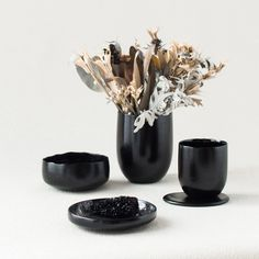 Kosuke Araki turns food waste into tableware. Glue - made from boiled animal bones and left over skin. Concrete Cloth, Plastic Food Packaging, Burnt Food, Thanksgiving Table Settings, Circular Economy, Animal Bones, Design Blog, Food Waste, Dezeen
