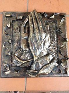 Tokreen Biddende Hande - Noleen Aluminum Foil Crafts, Metal Crafts, Pewter Art, Pewter Metal, Metal Embossing, Tin Art, Ceramic Wall Art, Unusual Art, Tin