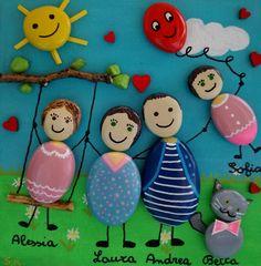 Famiglia!!! Realizzato da Sassi di Liguria. Sassi di mare, legno, acrilico su tela. Personalizzato .