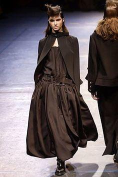 Yohji Yamamoto Fall 2004 Ready-to-Wear Fashion Show - Marija Vujovic