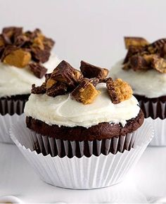 Chocolate Peanut Butter Cupcakes by Makoodle