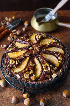 Schokoladen-Haselnuss-Tarte mit Birnen I Chocolate and hazelnut cake with pears