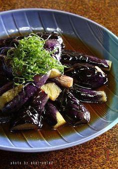 大葉をたっぷり乗せた茄子の揚げ浸し by 長岡美津恵akai-salad 「写真がきれい」×「つくりやすい」×「美味しい」お料理と出会えるレシピサイト「Nadia | ナディア」プロの料理を無料で検索。実用的な節約簡単レシピからおもてなしレシピまで。有名レシピブロガーの料理動画も満載!お気に入りのレシピが保存できるSNS。