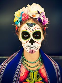 En mexico en vez de hallowen festejan la cultura de la vida y la muerte  .