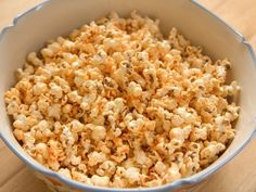 I can't wait to try this Ree's Spicy Sriracha Popcorn . I think I'll add some warm honey to the Sriracha and butter. I know that will be even better. I swear I've gotten hooked on the Kerry Gold Iri(How To Make Butter Pie Crusts) Popcorn Snacks, Popcorn Recipes, Snack Recipes, Cooking Recipes, Free Recipes, Popcorn Toppings, Popcorn Bowl, Popcorn Kernels, Flavored Popcorn