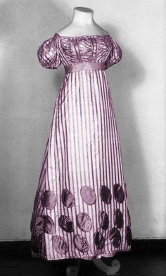 Evening dress, 1820, Central Museum.  Those circle appliqués are so neat!