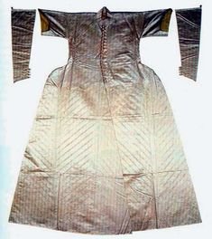 Atlas caftan with sleeves was made for sultan Suleyman, middle 16th century, museum Topkapi (Istanbul)