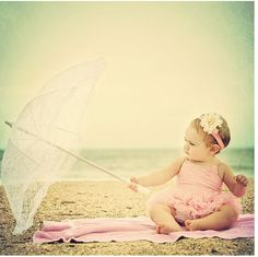 Beach baby - I love this photo! Such a cute idea. Cute Kids, Cute Babies, Baby Kids, Baby Outfits, Baby Am Strand, Whimsical Photography, Vintage Photography, Beach Photography, Photography Ideas