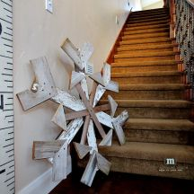DIY Reclaimed Wood Snowflake---it's humongous, and I have nowhere to put such a creation.but I still wanna make one, dang it! Christmas Wood, Christmas Projects, Winter Christmas, All Things Christmas, Holiday Crafts, Holiday Fun, Christmas Holidays, Holiday Decor, Christmas Snowflakes