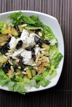 Mozzarella, Roasted Courgettes and Black Olives Salad