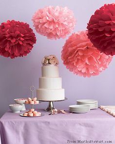 Fantastic paper pompons Paper pompoms with your hands out of tissue paper, are considered low, but very beautiful way to decorate yo. Ball Decorations, Wedding Decorations, Tissue Balls, Tissue Poms, Paper Balls, Paper Poms, Pink Paper, Tissue Paper Crafts, Ideas Geniales