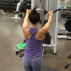 High cable lat pullovers 💪🏼💪🏼💪🏼 As always says, when lifting back- remember to envision your muscles swallowing your spine. Full Back Workout, Back Workout Women, Bikini Workout, Butt Workout, Gym Workouts, Workout Routines, Workout Fitness, Fitness Motivation, Workout Guide