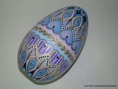 beautifully painted egg by Silvana Pujol