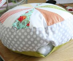 Sewing pillows round bean bags 65 ideas for 2019 Sewing Pillows, Diy Pillows, Floor Pillows, Pillow Ideas, Sewing Projects For Kids, Sewing For Kids, Sewing Crafts, Large Pillows, Decorative Pillows