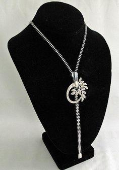 Joyce Weeks Art Market, American Art, Marketing, Jewelry, Jewlery, Jewerly, Schmuck, Jewels, Jewelery