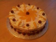 Peach melba. Een heerlijke slagroom/kwark taart met perziken, perzikkwark, frambozen en frambozenkwark. Bodem is gemaakt van opgerold biscuit, gevuld met bosvruchtenjam. 26cm/14 tot 16 personen. 25 euro.