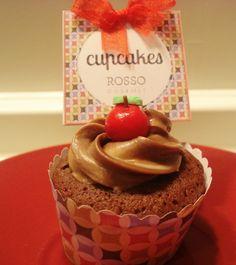 Mini cupcake de chocolate con topper y wrapper de Cupcakes by Rosso Gourmet