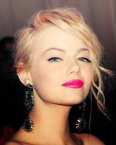hot pink lip, cateye liner and soft, wavy 'do.