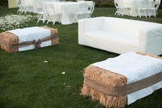 New backyard wedding decorations hay bales ideas Hay Bale Seating, Outdoor Seating Areas, Hay Bale Couch, Backyard Seating, Outdoor Patios, Extra Seating, Outdoor Rooms, Wedding Seating, Rustic Wedding